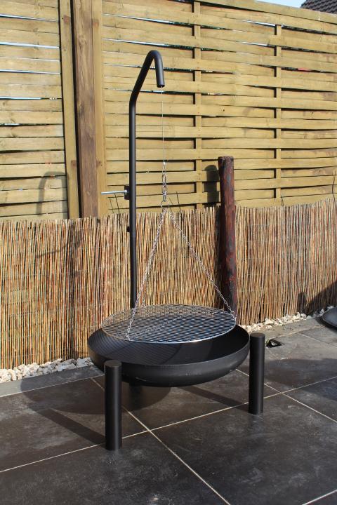 dreibein mit kurbel und edelstathl rost 50 cm schwenkgrill. Black Bedroom Furniture Sets. Home Design Ideas